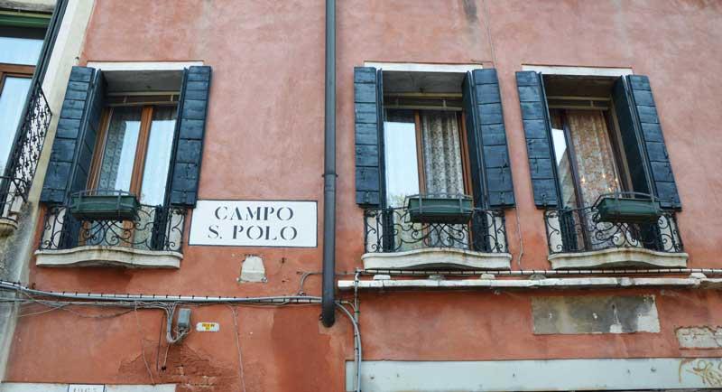 Finestre su Campo San Polo