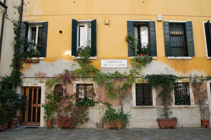 Una deliziosa facciata veneziana