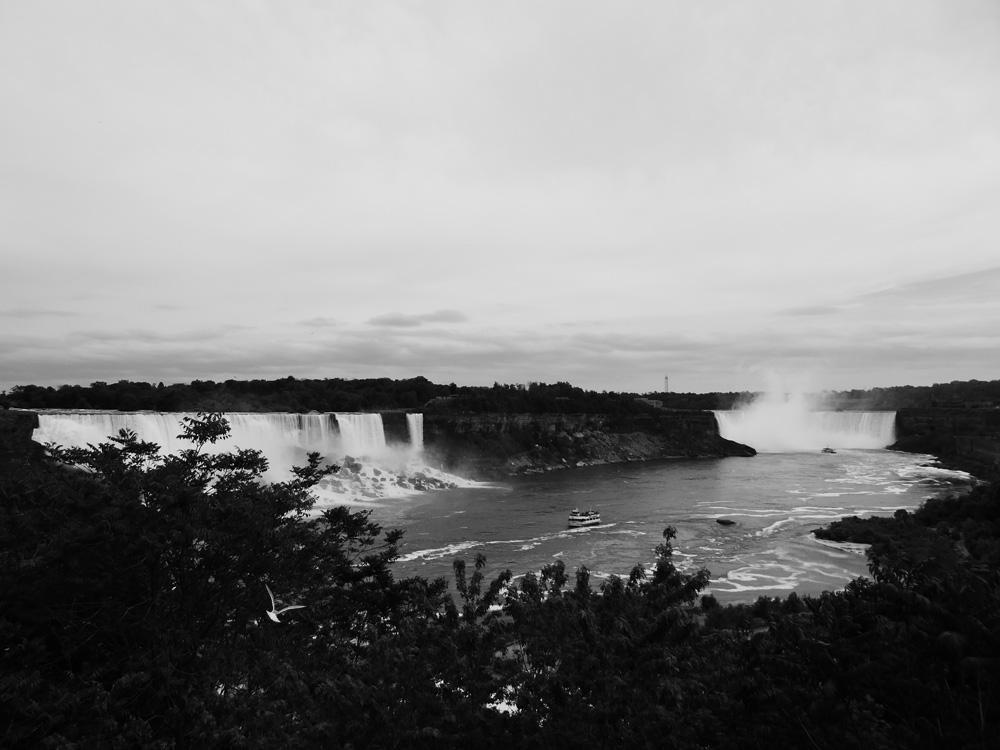 Niagara-in-bianco-e-enro