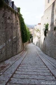 Una delle tante discese (salite) di Spoleto